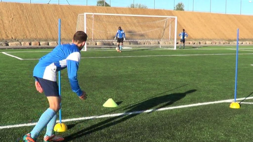 Soccer training drills for forwards • Finishing, Shooting, Agility (HD)