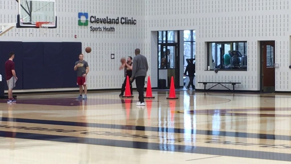 Kevin Love tests knee with on-court shooting and agility drills